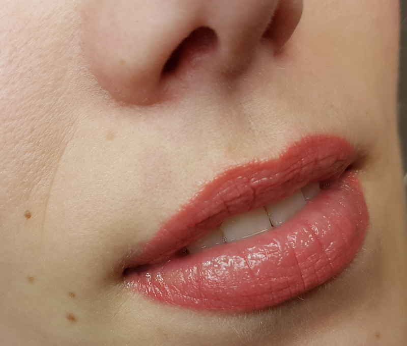 Full Lips Permanent Make-up genezen
